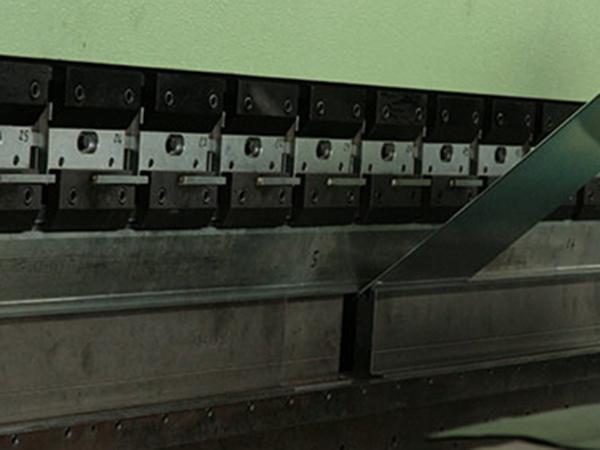 Lavorazione-lamiere-per-realizzazione-comignoli-Scandiano